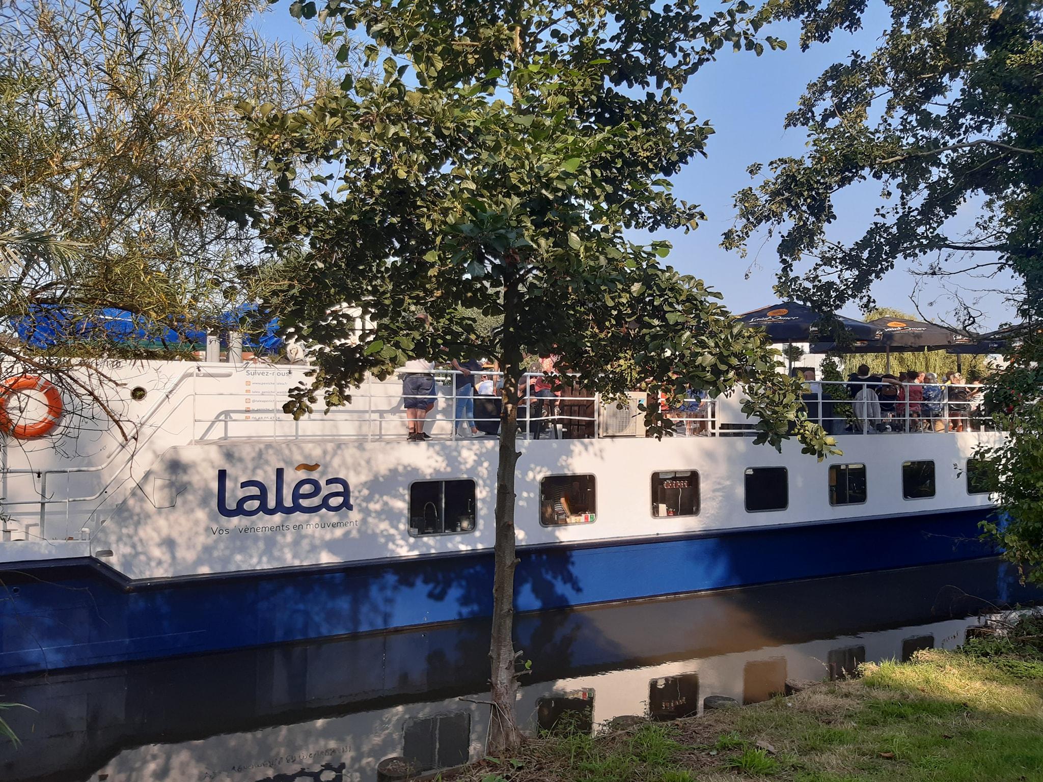 Laléa – Le bateau bar qui propose des balades musicales sur la Deule